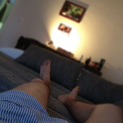 Chilligen Abend auf der #couch #faul #lazy #evening #tired #müde #rheydt #boxershorts #legs #feet Faul Boxershorts Feet Couch Tired Evening Legs Lazy Mude Rheydt