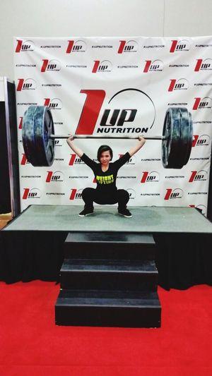 In Amerika gehe nämlich Gewichtheben! Keine Angst das ist nur stüropor