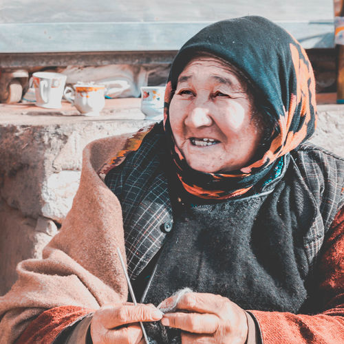 An old woman stitches sweaters on the streets of Leh, Ladakh when temperatures dip to -35 degrees celsius and water pipelines freeze. The Portraitist - 2018 EyeEm Awards