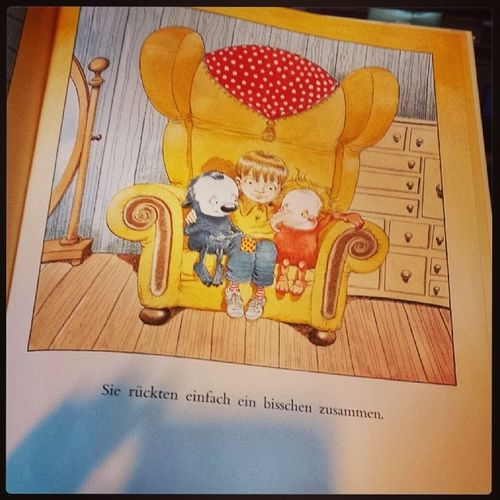 "Day 4 | Word to live by | ""zusammenrücken"" / ""move together"" - aus ""Irgendwie Anders"" /out of ""something else"" Favouritebooks Sindwirnichtalleeinbisschenanders Fmsphotoaday"