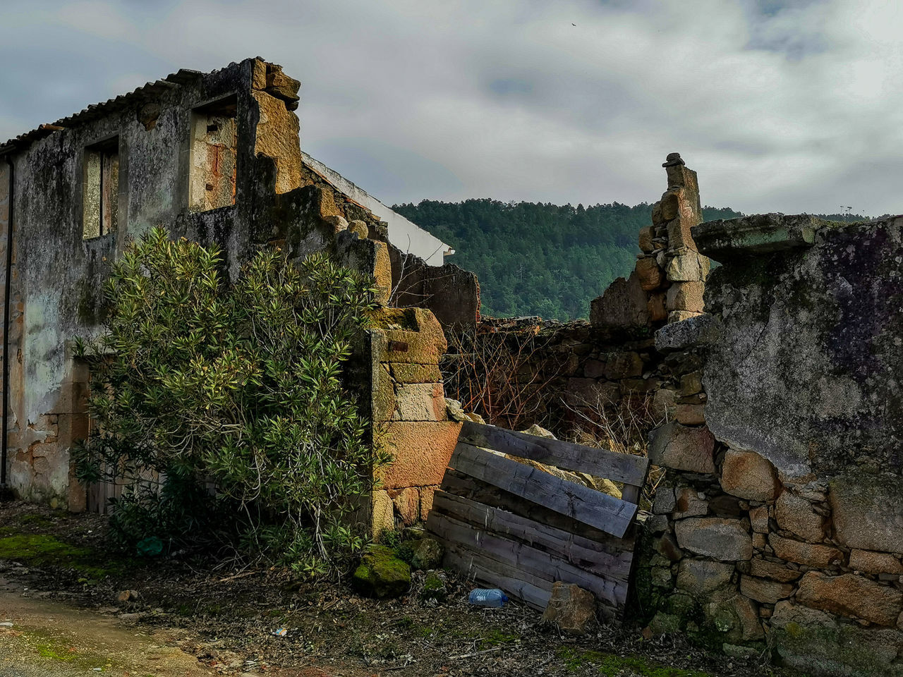 OLD RUINS AGAINST BUILDING