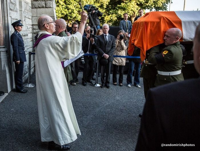 Albert Reynolds blessed before entering Sacred Heart in advance of Monday's State funeral. Ireland Dublin Rest In Peace