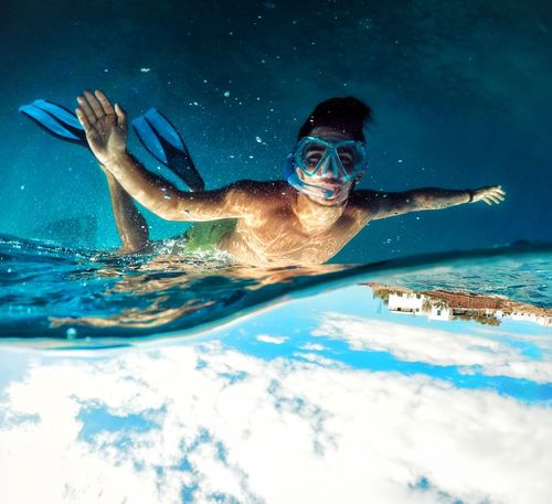 Dale la vuelta a tu mundo!! Underwater UnderSea Scuba Diving Sea Water Aquatic Sport Beach Photography EyeEmNewHere Goprophotography Goprooftheday Gopro Life Beach Life Lifes A Beach Relaxation GoPrography Goproeverything Exploration Tenerife. Connected By Travel Second Acts
