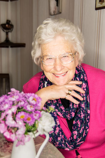 friendly grandma senior woman Adults Only Beautiful Woman Bouquet Cheerful Day Eyeglasses  Flower Fragility Freshness Gray Hair Happiness Indoors  Looking At Camera One Person One Senior Woman Only One Woman Only Only Women Portrait Real People Senior Adult Senior Women Sitting Smiling Vase Women The Portraitist - 2018 EyeEm Awards