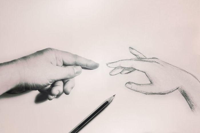 Bocetando. Diseño Ilustracion Manos Lapiz