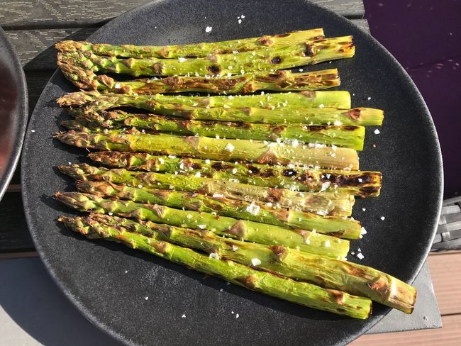 Asparagus on a grill Asparagus Food Food And Drink Freshness High Angle View No People Indoors  Ready-to-eat Vegetable Healthy Eating Preparation  Barbecue Grilled Green Color