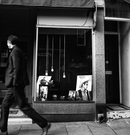 Window Real People Walking Store Window People Streetphoto Street Photography Street Photo Streetphotography Black And White Photography Blackandwhite Monochrome Photography Relections Shopfront Women Photographers Looking In Shop Window Urban Life Passing By