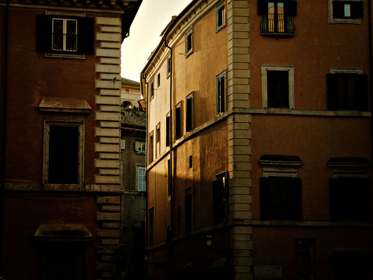 'cause I love this unique light Architecture Historical Building Low Light Rome Architecture Building Exterior Built Structure City Day Light And Shadow No People Outdoors Residential Building Sky Sunset Window Warm Light Your Ticket To Europe The Architect - 2018 EyeEm Awards The Still Life Photographer - 2018 EyeEm Awards The Traveler - 2018 EyeEm Awards My Best Travel Photo