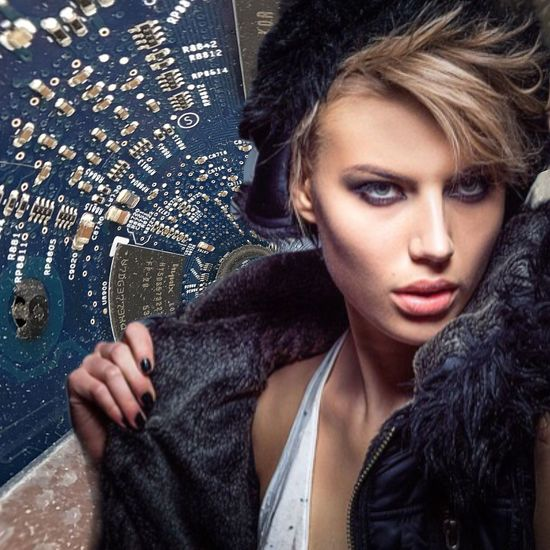 Technologique love EyeEmBestPics Moscow Autour De Vous The Week on EyeEm Premium Collection My Photographic Art Galerie Sophie Scheidecker EyeEm Best Shots Art EyeEm Selects Fashion Portrait Beauty Young Adult One Person Adult Beautiful Woman Beautiful People Headshot Indoors  Looking At Camera Hairstyle Elégance Clothing Young Women Hair Women Glamour Front View Human Face