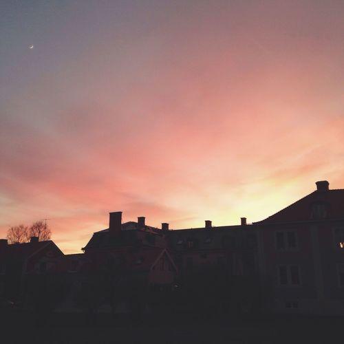 Från det blåa där jag ser aftonstjärnan till det gula och det sista av solen Darkness And Light Moon Sunset Nature Colors