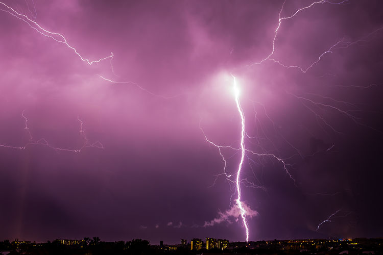 Gewitter Unwetter Gewitter Gewitterstimmung Blitz Forked Lightning Lightning Thunderstorm Power In Nature Storm Cloud Illuminated Storm Purple Danger Weather Rain Extreme Weather Sky Only
