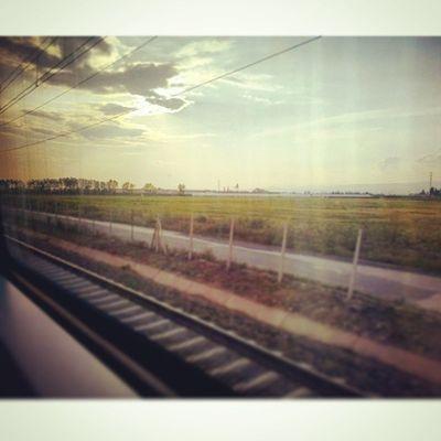 Gitmek ne güzel ... İnsan hep gidemediklerini, gitmek istediklerini özlüyor. Ben hep gitmek istiyorum . Durmadan ... Yolda Huzur Günbatımı Tren Ontheroad Travel Rail Train Sunshine Sunset Distances