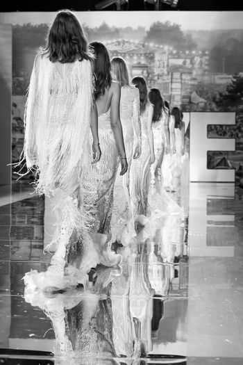 Barcelona Bridal Fashion Week 2017 Bridal Fashion Week 2017 Brides Isabel Zapardiez Alta Costura Catwalkfashion Model Novias One Person Pasarelas Umbrella