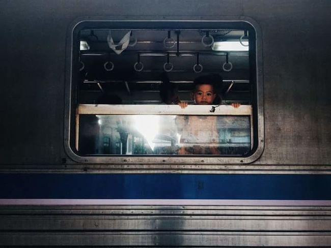 เด็กน้อย เด็กน้อย รถไฟไทย หน้าต่าง วิว Men Technology First Eyeem Photo