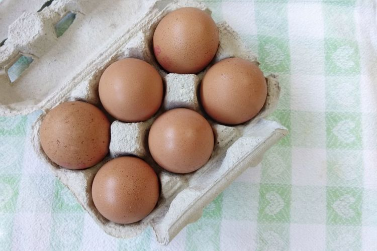 Egg Egg Carton Easter Food And Drink Easter Egg Food Eggshell High Angle View Raw Food Indoors  Directly Above Freshness No People Brown Cracked Healthy Eating Fragility Close-up Egg Yolk Day