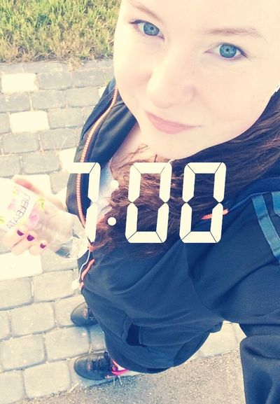 Sport In The City Running Selfie ✌ Girl Run Early Morning Sunny Waterbottle Nike Addidas