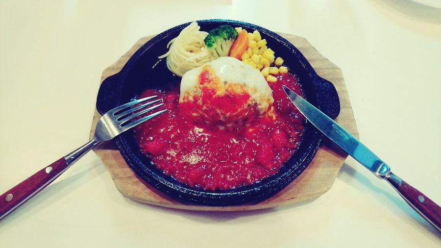 お昼はハンバーグ🍴💕初めて行ったお店👶✨カウンターでペロリと頂きました😋 肉汁 ハンバーグ カウンター Lunch ランチ Hamburg&steak Lolo