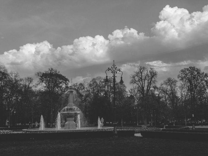 Grrrrr! Cloudy Clouds And Sky Cloudporn Clouds Hungary Hungary I <3 You Eger érsekkert Park Parks Fountain Fountains Blackandwhite Monochrome Monochromatic Mobilephotography LG G4 Shotonlg Shotonlgg4 Blackandwhite Photography Black & White Black And White