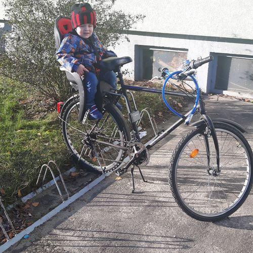 Selbst auf dem Fahrrad kann dieses Kind schlafen ja mein Sohn ist der Hammer hehe 😂😂😂😂