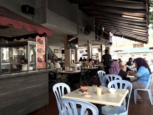 Early morning breakfast at one of the local hawker in Subang Jaya - Malaysia - Nothing like a good tea tarik and roti chanai Breakfast Food Food Photography Foodporn Indian Food Littlefoodtrail Roti Canai Roti Canai And Curries Tea Tarik