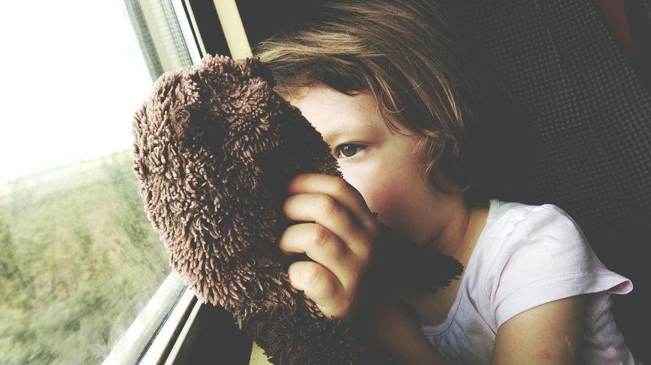 Creative Light And Shadow Cutegirl Traintrip Kids Being Kids Best Friends Looking Out Of The Window Children Photography Having Fun Childhood Littlegirl