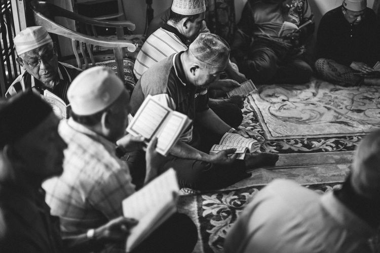 Black & White - Muslim Men Reading/Reciting the Quran EyeEm Best Edits EyeEm Best Shots Faith Quran Adult Black And White Eyeem Black And White Indoors  Islam Leisure Activity Lifestyles Men Muslim Night People Real People Religion Sitting Togetherness Women Young Adult