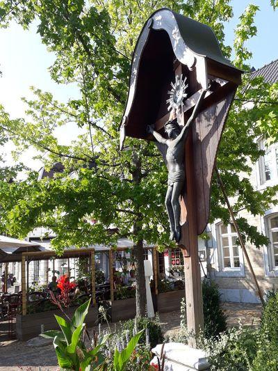 Eugen Unterstadt, Haasstraße Wegekreuz Wayside Cross Catholicism Tree Shadow Sky
