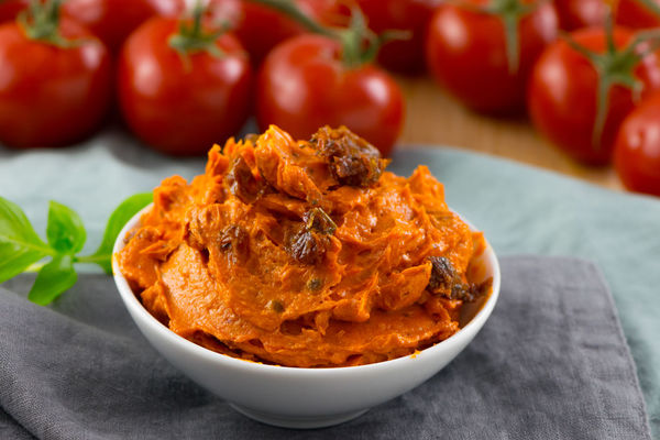 Cremige Tomatenbutter - Tomatoe Butter BBQ Time Grillen Tomaten Pflanzen Tomatenbutter Bbq Recipe Butterflies Close-up Cremige Butter Focus On Foreground Food Food And Drink Foodphotography Foodpic Freshness Grillen & Chillen No People Ready-to-eat Recipe Photo Still Life Table Tomato Tomatobutter