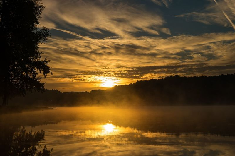 Sunset Water Tranquil Scene Reflection Tree Scenics Beauty In Nature Lake Sun Sky Cloud Waterfront Cloud - Sky Lake View Sonnenaufgang See Natur EyeEm Best Shots - Nature EyeEm Best Shots Eyeem Market Eyemgallery Nature Cloud Reflection Beauty In Nature