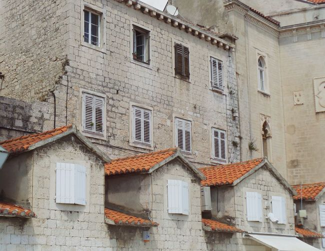 Adriatic Architecture Building Exterior Built Structure City City Life Croatia Dalmatia Day Exterior Façade In A Row Messy No People Old House Old Town Outdoors Sky Town Trogir Window Beautiful Organized