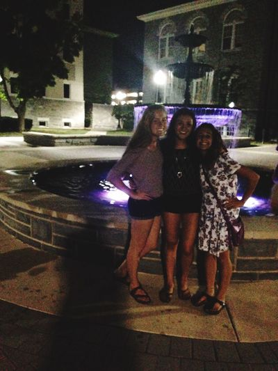 Pic in front of fountain!!!