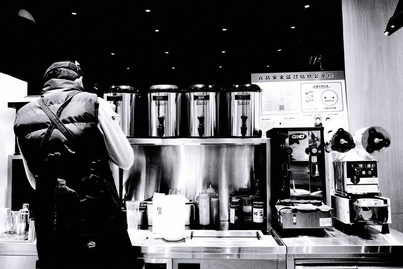 茶士 GRlll Ricoh Shanghai Choice Business Shopping Rear View Store Men Small Business Standing Retail  Illuminated Real People One Person Clothing Indoors  Mannequin Variation Restaurant Food And Drink Lifestyles