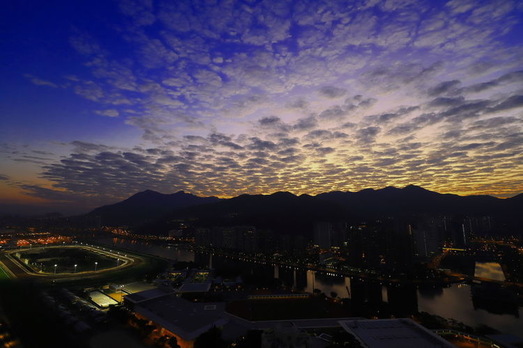 Discoverhongkong Sky Morning Sky Canon Tadaa Comunity Hello World Canonphotography Canon_photos 16-35mm F4L Sunrise Cirrocumulus Clouds Night Cityscape Sky City Business Finance And Industry Cloud - Sky Landscape