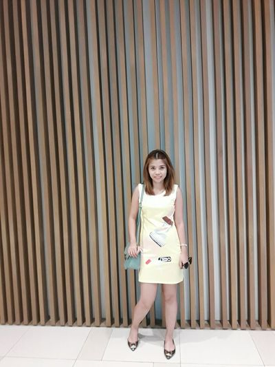 Hi Hello World Selfie ✌ OOTD ❤ Casual Look Lookfortoday Yellow Dress Mididress Lookbookfashion Fashion&love&beauty Full Length Pretty Me  Keep It Simple Express Yourself Simply Stunning Stay True, Be YOU ❥ Keeping It Classy Classygirl Casual Clothing Simply Elegant Dress Bodycon Short Hair New Haircut
