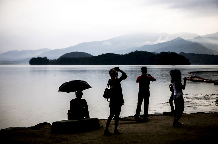Cloudy Dark Famous Place Han River Holiday Mountain People Raining Riverscape Riverside Rural Landscape Shillouette Taking Photos Taking Rest Umbrella Water