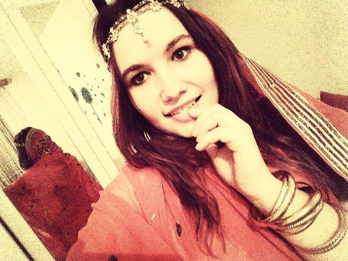 Hi! That's Me Indiansari Redsare Indian Girl Indiantraditionalwear Indian Culture  Photography Sonrisa Pretty Girl Lovely Guapa ModelPose  Beamodel BeHappy♡ SiempreFeliz Pelovioleta Modelgirl ModeloEspecial