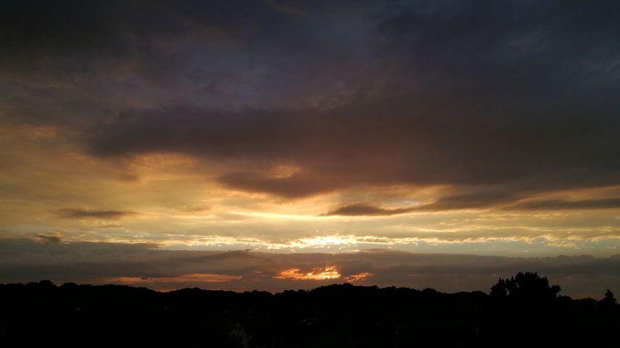 Mordor. Ja bin ich den im Herrderringe? Dramatic Sky Nature Beauty In Nature Landscape Silhouette Cloud - Sky Outdoors Storm Cloud No People Sky Ethereal Heimat Germany Deutschland KrefeldUerdingen Uerdingen Krefeld HonorTester Nofilter Forthebrave 8pro Honor8pro Honor