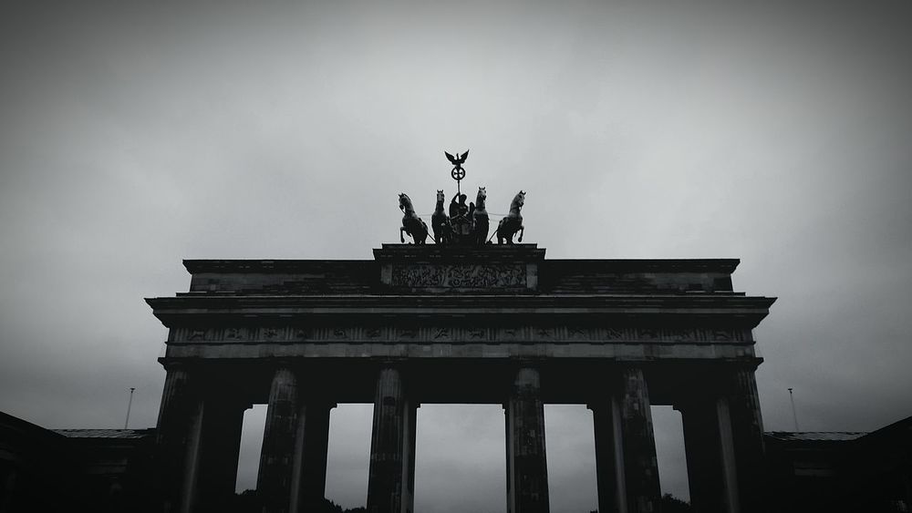 Berlin Urban Geometry Brandenburger Tor Sightseeing Autumn The Places I've Been Today Lifeasitshouldbe Taking Photos Hanging Out 030
