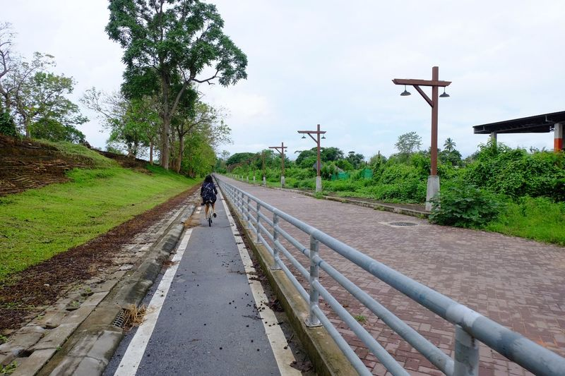 Bike lane Walls Thailand Chiang Kong Way Lens Bike Plant Tree Sky Direction The Way Forward Transportation Nature Road One Person Lifestyles Street Outdoors Cloud - Sky Growth Diminishing Perspective Green Color Walking Real People The Traveler - 2018 EyeEm Awards