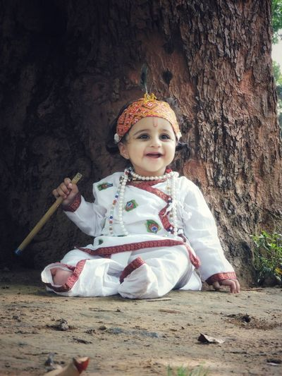 Tree Full Length Smiling Cute Sitting Portrait Baby Babyhood Innocence 0-11 Months