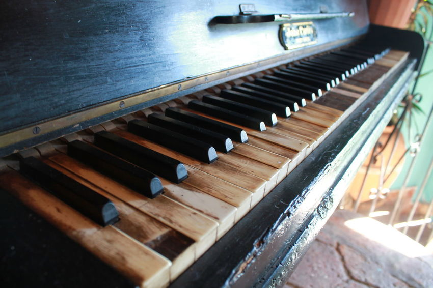 Close-up Indoors  Music Musical Equipment Musical Instrument Musical Instruments Old Piano Piano Piano Piano Antiguo Piano Key Piano Keys Vintage Piano Vintage Style Wood - Material