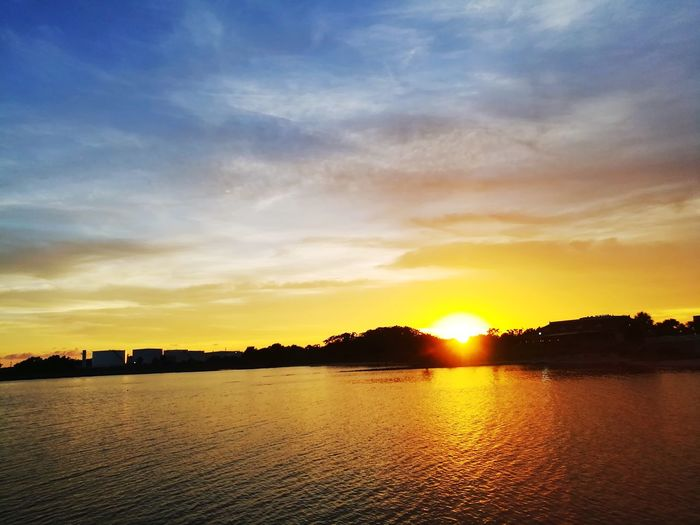 sunset! Ocean Bay Water Multi Colored Lake Silhouette Reflection Dramatic Sky Sky Cloud - Sky Shining Sunbeam Romantic Sky