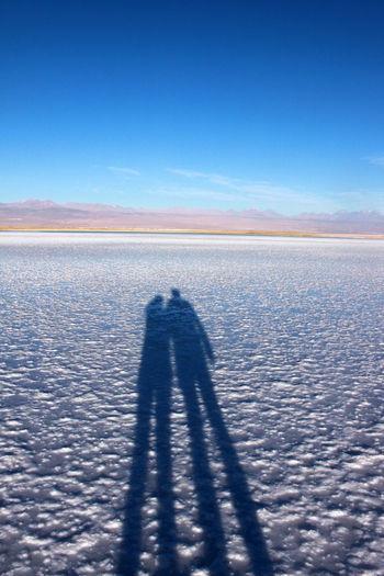 Ciel Bleu ☀ Desert Beauty Desert D'Atacama Desierto De Atacama Ombres Ombres Personages Suelo De Sal Tourism