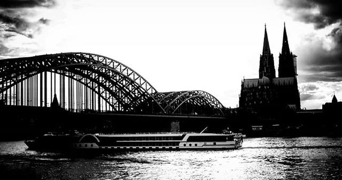 Under the Bridge Köln Cologne Rhein Rhine Kölnerdom Dom Kathedrale Cathedral Skyline SW Bnw Blackandwhite Blackandwhitephotography Schwarzweiß Schwarzweißfotografie Hohenzollernbrücke