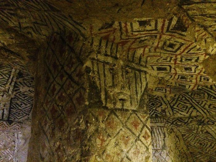 Hipogeos dé Tierradentro, son lugares subterráneos de entierros secundarios ubicados en el departamento del Cauca - Colombia Geometria San Andrés Arqueology Arqueología Antropomorfo Cueva Entierro Hipogeo Colombia Cauca Tierradentro History