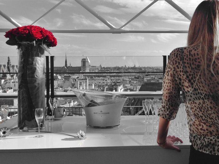 La réunion du beau et du goût pour éveiller les sens. EyeEm Bnw Night Out Roses Paris