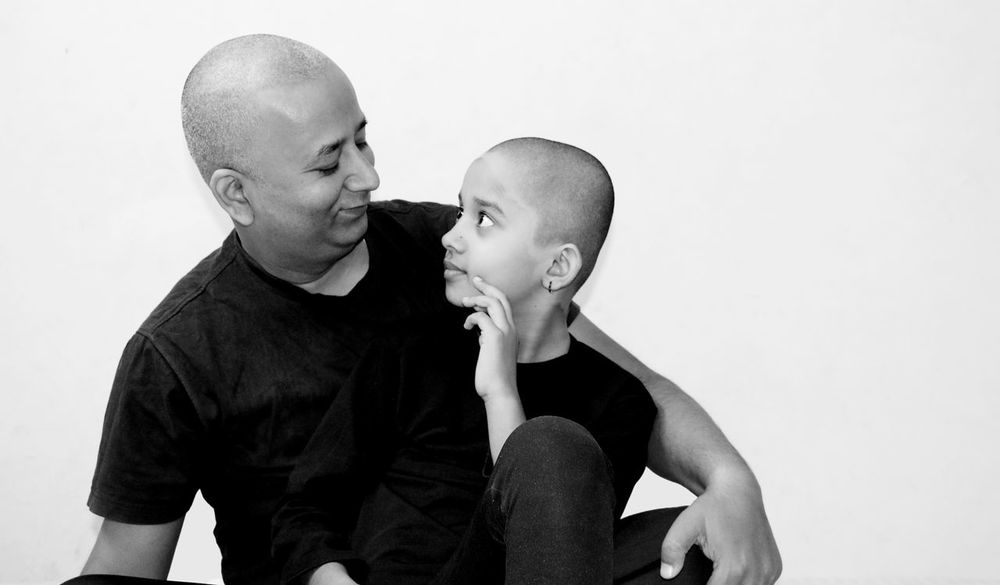 Art Photgraphy Artistic Expression Innocent Kid Close Up Photography Art Photography Beatiful Eyes Natural Smile Innocent People InnocentLook Bald Is Beautiful Black And White Photography Art Expression Rituals And Belives Father And Daughter Baldhead Close-up Real People
