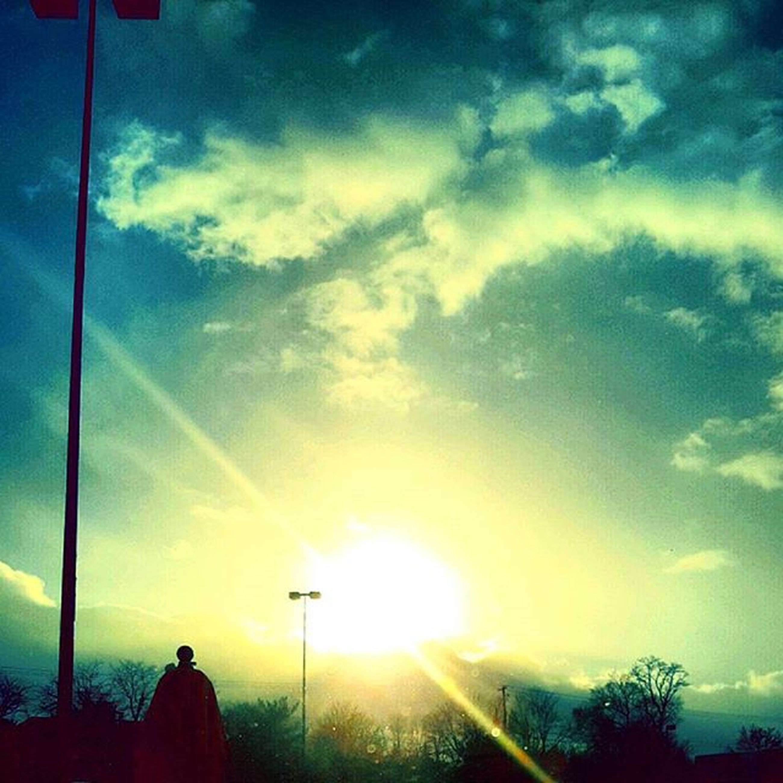sun, sky, silhouette, sunbeam, sunset, cloud - sky, sunlight, lens flare, cloud, low angle view, street light, beauty in nature, nature, tranquility, scenics, cloudy, back lit, tranquil scene, bright, outdoors