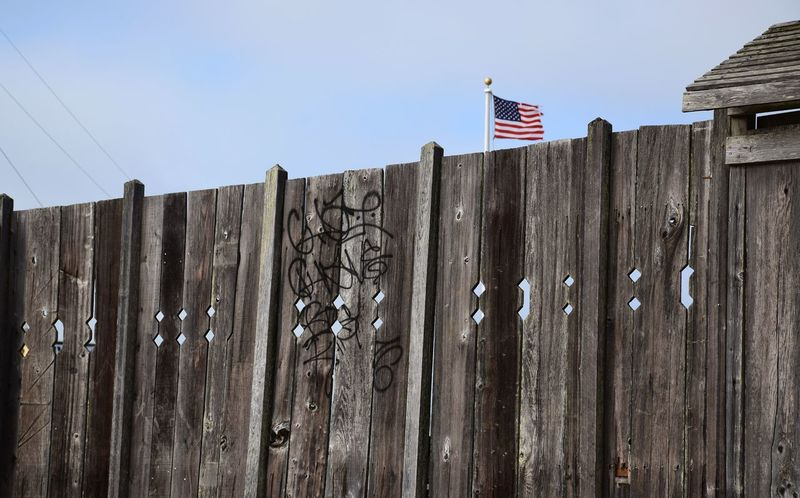 American Dream Beach Blowing Flames Carved Fence Cut Fence With Fla Fort Like San Francisco USA FLAG