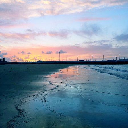 Walking on the beach during sunset 🌅 Sunset Sunsetlovers Miramarbeach Mohammedia morocco vsco vscocam vscomorocco inMorocco loves_morocco ig_morocco beachwalking beach skyporn